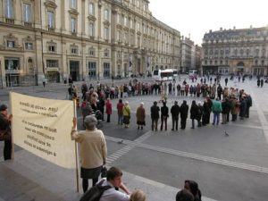 Cercle de silence le 3ème jeudi de chaque mois @ Place de Verdun à La Rochelle - en face de la rue Gargoulleau et de la cathédrale   La Rochelle   France